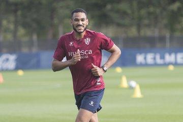 Mboula entrenando con la SD Huesca| Fuente: SD Huesca