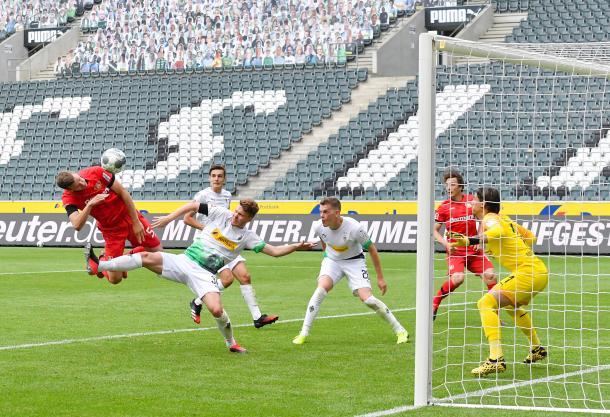 Sven Bender marcou o terceiro gol e garantiu a vitória dos Leões | Foto: Divulgação/Bayer Leverkusen