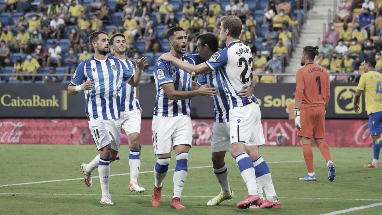 Jugadores de la Real celebran uno de los tantos ante el Cádiz / Foto: Real Sociedad.