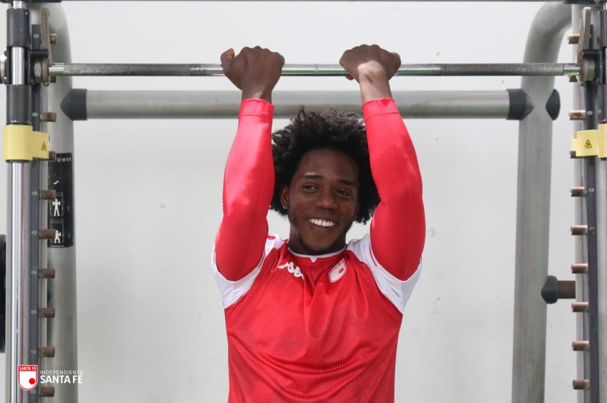 Carlos Sánchez ya completó su primer entrenamiento con Santa Fe. Imagen: Independiente Santa Fe.