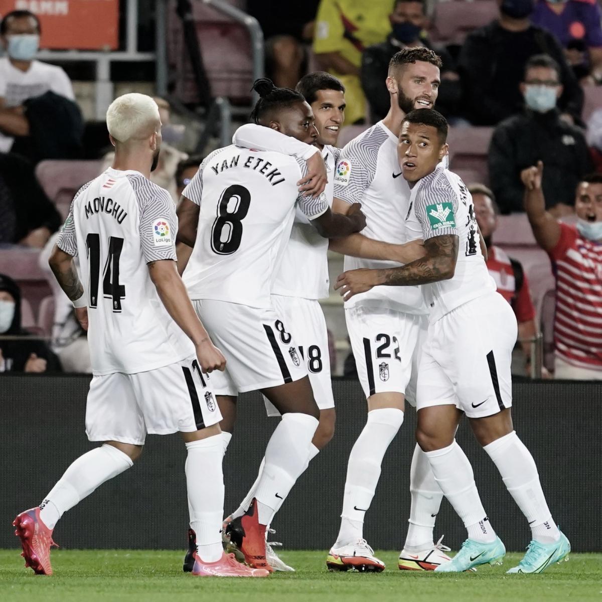 Jugadores del Granada celebran el tanto ante el Barça / Foto: Granada.