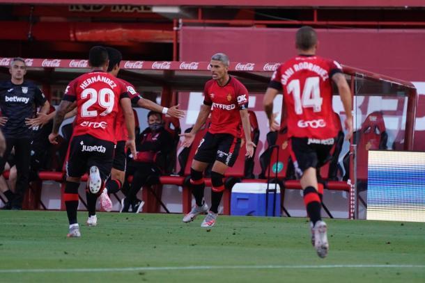 Salva Sevilla celebrando su gol de falta | Foto: RCD Mallorca