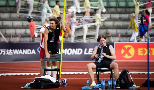Mondo Duplantis y Pal Haugen Lillefosse en el estadio de Oslo | Foto: Twitter Diamond_League