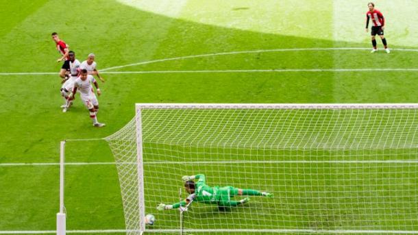 El disparo de Sancet en el segundo gol || Foto: Twitter oficial del Athletic Club