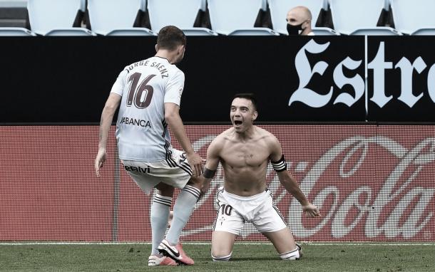 Iago Aspas y Sáenz celebrando el 2-2. | Fuente: La Liga.