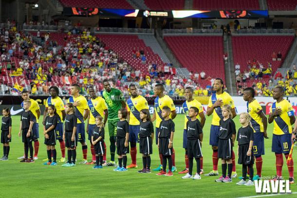 Ecuador team lineups up prior to their game against Peru | Freek Bouw - VAVEL USA