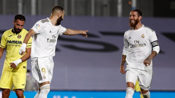 Sergio Ramos y Karim Benzema celebran el segundo de los tantos del 9 francés | Fuente: @realmadrid - Twitter