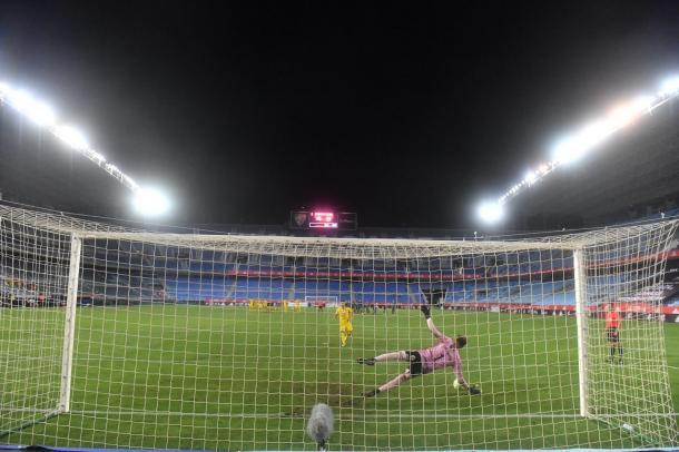 Marc Martinez para el penalti decisivo. Fuente: F.C Cartagena