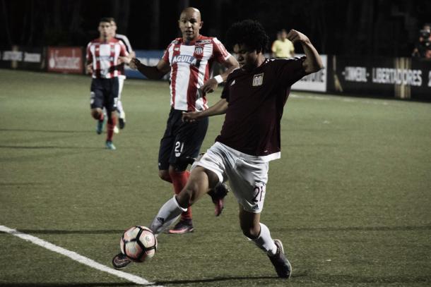 Eduard Bello fue de los más peligrosos en el partido de ida / Foto: Prensa Carabobo FC