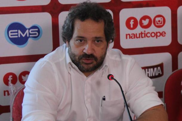 Eduardo Henriques critica arbitragem do clássico (Foto: Léo Lemos/Náutico)
