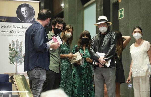 Algunos de los participantes en el acto de homenaje | Foto: Twitter @elvirasastre
