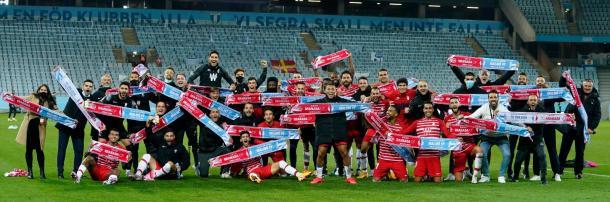 Los jugadores, cuerpo técnico y trabajadores celebran el pase a Europa League | Foto: Pepe Villoslada / GCF