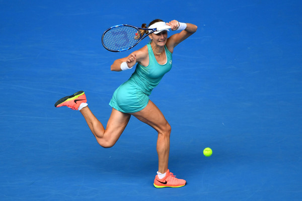 Ekaterina Makarova hits a forehand | Photo: Quinn Rooney/Getty Images AsiaPac