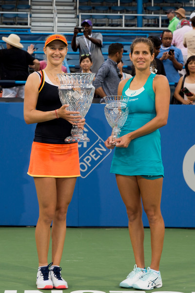 Ekaterina Makarova and Julia Goerges pose with their respective trophies | Photo: Tasos Katopodis/Getty Images North America