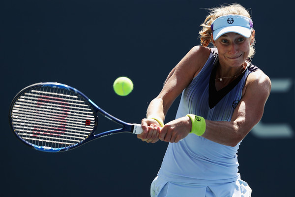 Ekaterina Makarova hits a backhand | Photo: Matthew Stockman/Getty Images North America