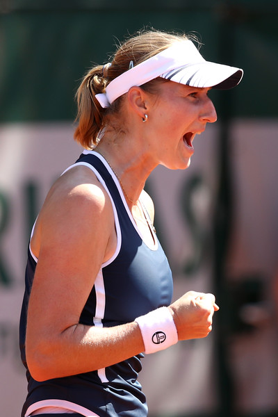 Ekaterina Makarova celebrates winning the match | Photo: Cameron Spencer/Getty Images Europe
