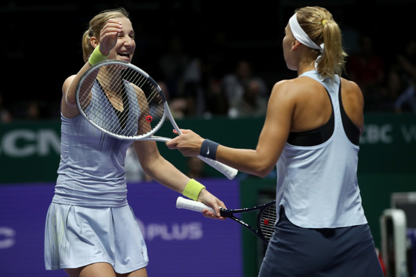 Makarova and Vesnina celebrates the win | Photo: Matthew Stockman/Getty Images AsiaPac