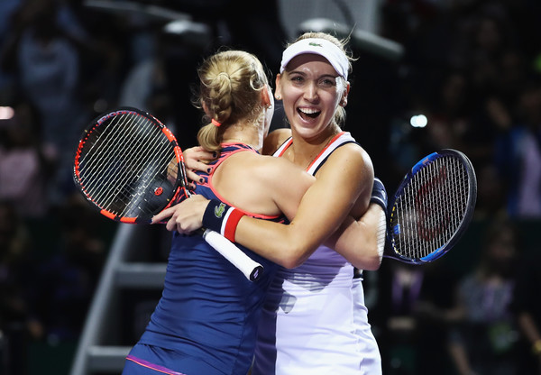 Makarova and Vesnina celebrates their triumph last year | Photo: Julian Finney/Getty Images AsiaPac
