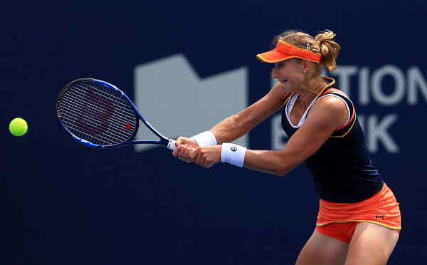 Ekaterina Makarova hits a backhand | Photo: Vaughn Ridley/Getty Images North America
