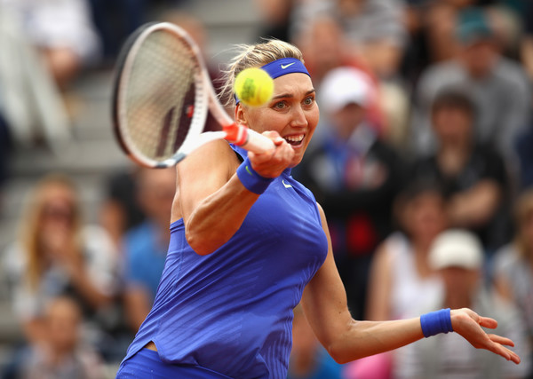 Elena Vesnina hits a big forehand | Photo: Clive Brunskill/Getty Images Europe