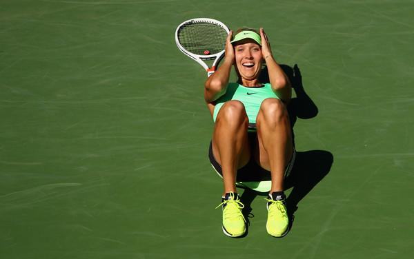 Elena Vesnina celebrates her victory in California | Photo: Clive Brunskill/Getty Images North America