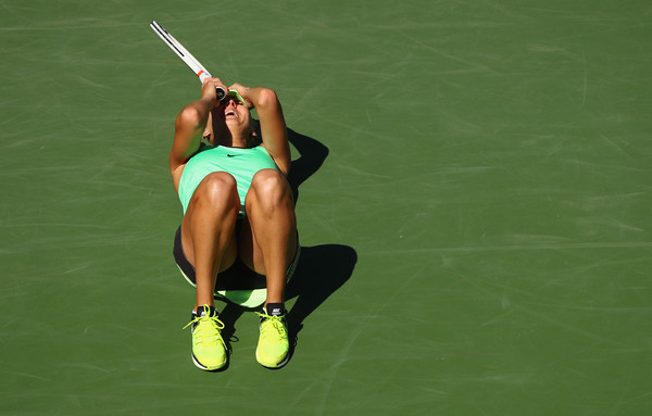 The moment when Elena Vesnina won the final | Photo: Clive Brunskill/Getty Images North America