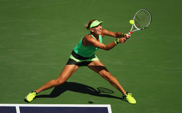 Elena Vesnina in action | Photo: Clive Brunskill/Getty Images North America