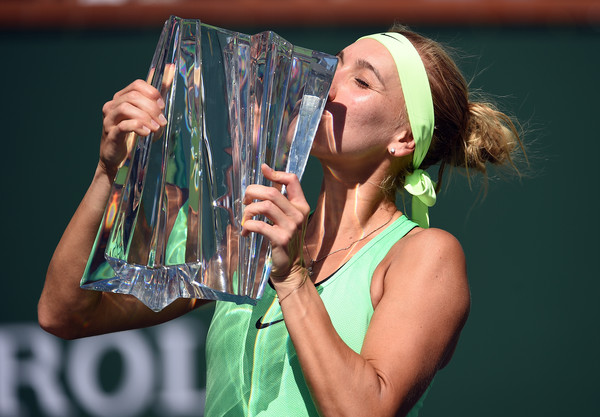 The BNP Paribas Open trophy was like an embodiment of Vesnina's hardwork | Photo: Kevork Djansezian/Getty Images North America
