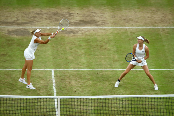 Elena Vesnina and Ekaterina Makarova in action during the Wimbledon final | Photo: Clive Brunskill/Getty Images EuropeClive Brunskill/Getty Images Europe