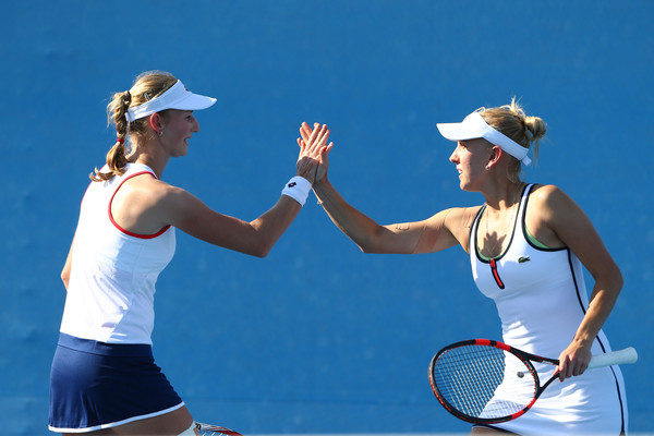 Makarova and Vesnina during a match at the Australian Open in 2015 | Photo: Robert Prezioso/Getty Images AsiaPac