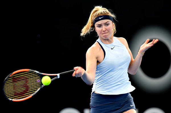 Elina Svitolina hits a forehand against Suarez Navarro | Photo: Bradley Kanaris/Getty Images AsiaPac