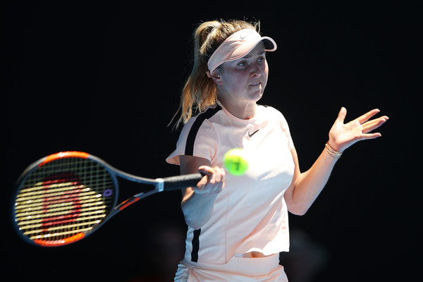 Elina Svitolina hits a forehand during this encounter | Photo: Mark Kolbe/Getty Images AsiaPac