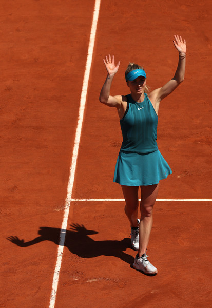 Elina Svitolina applauds the supportive crowd after the win | Photo: Matthew Stockman/Getty Images Europe