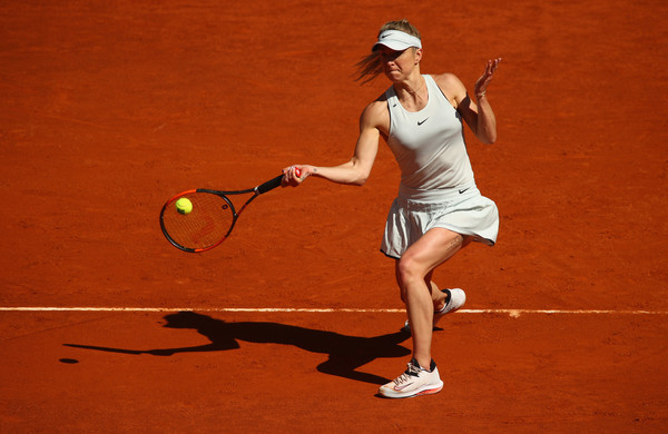 Elina Svitolina hits a forehand during the one-sided encounter | Photo: Clive Brunskill/Getty Images Europe