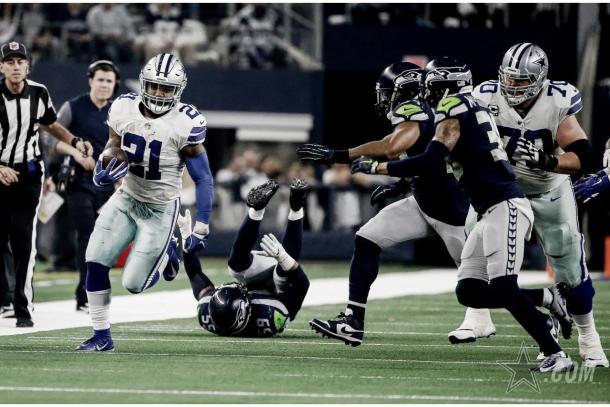 Elliott fue vital en la segunda parte y terminó con 137 yardas terrestres (Imagen: Cowboys.com)