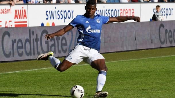 Embolo in action for Schalke during pre-season | Photo: Bundesliga.com