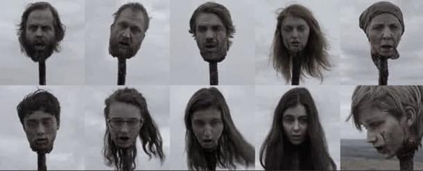 Personajes decapitados y empalados en el capítulo 15 de la novena temporada. Fotografía de Forbes