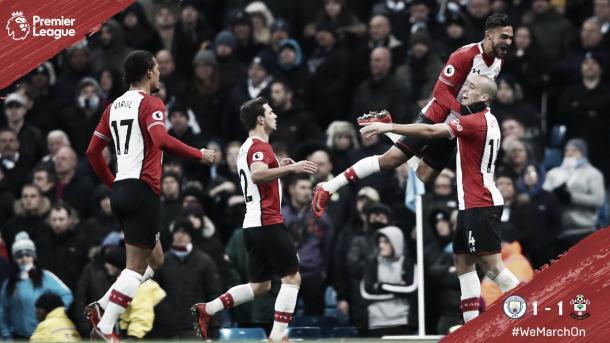 Los jugadores del Southampton festejan junto Oriol Romeu el gol del empate frente al CIty. Foto: https://twitter.com/SouthamptonFC