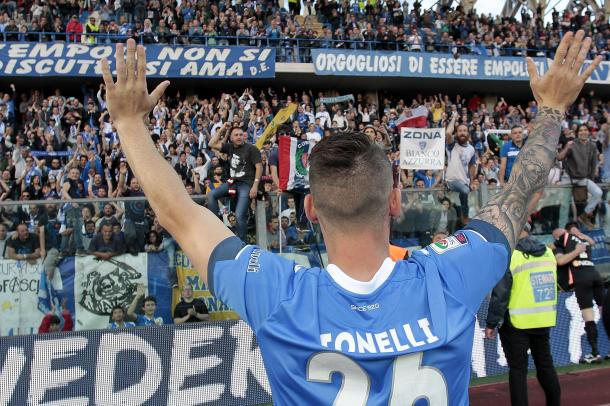 Tonelli thanks fans on the final day of the season | Photo: GettyImages