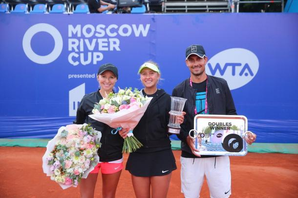 Anastasia Potapova was able to overcome her disappointment and win two doubles matches later on in the day, claiming the doubles title alongside Zvonareva | Photo: Moscow River Cup