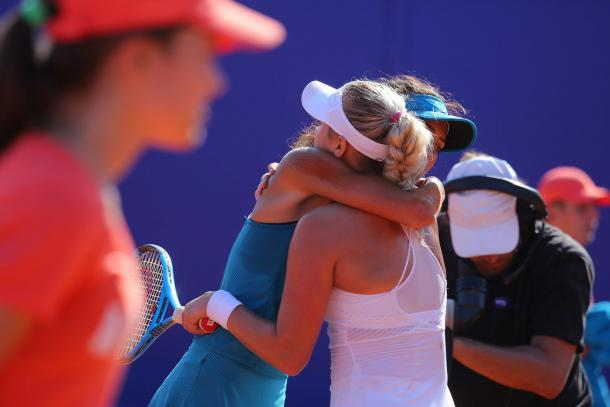 Sportsmanship at its best: Potapova and Danilovic share a warm hug after the match | Photo: Moscow River Cup