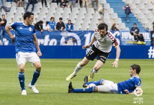 La dura entrada de Juan Forlín sobre Valderrama, en el Real Oviedo 1-0 Albacete Balompié. | Imagen: La Liga