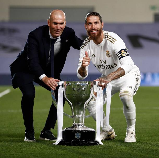 Zidane y Segio Ramos con el trofeo de Liga. Foto: Real Madrid