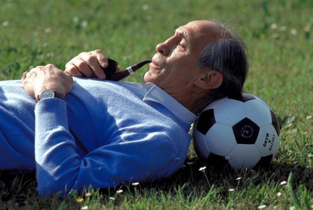 Enzo Bearzot, en una imagen con su inseparable pipa (Foto: inmemor.com)