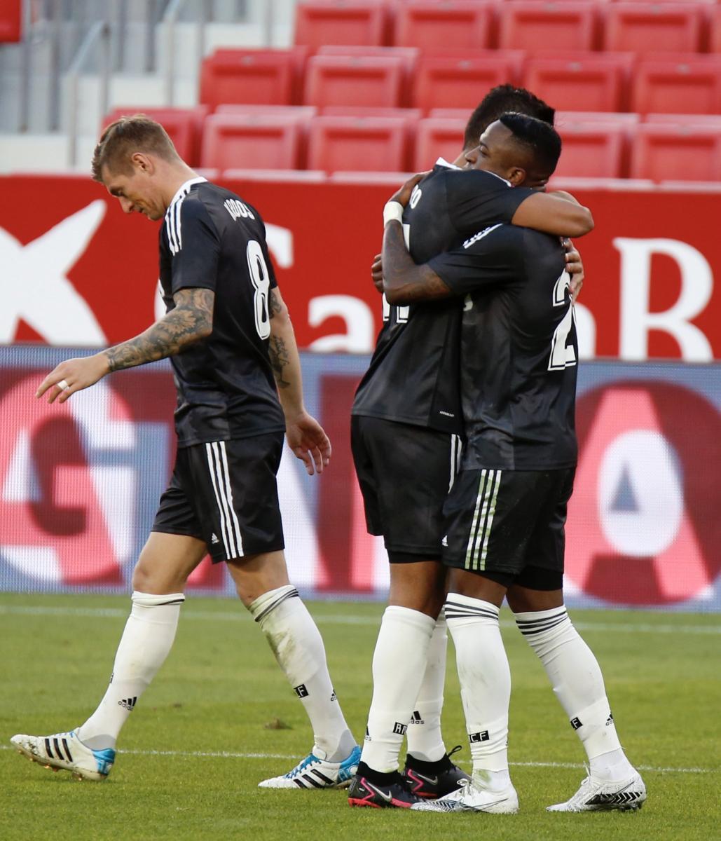 Los jugadores del Real Madrid celebran el 0-1 | Fuente: @LaLiga (Twitter)