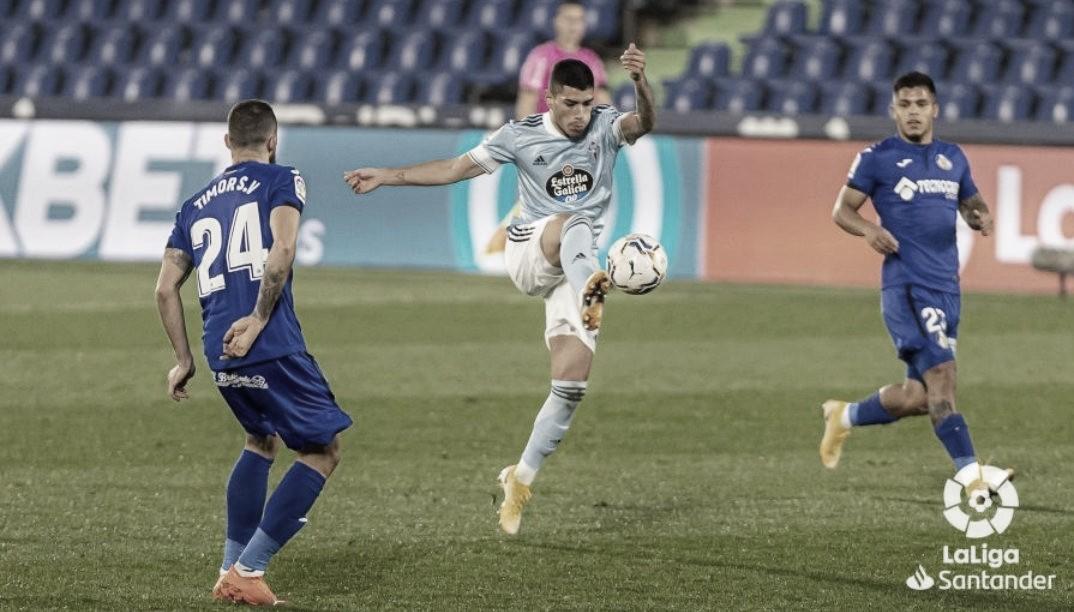 Olaza con David Timor y Cucho Hernández. | Foto: La Liga.