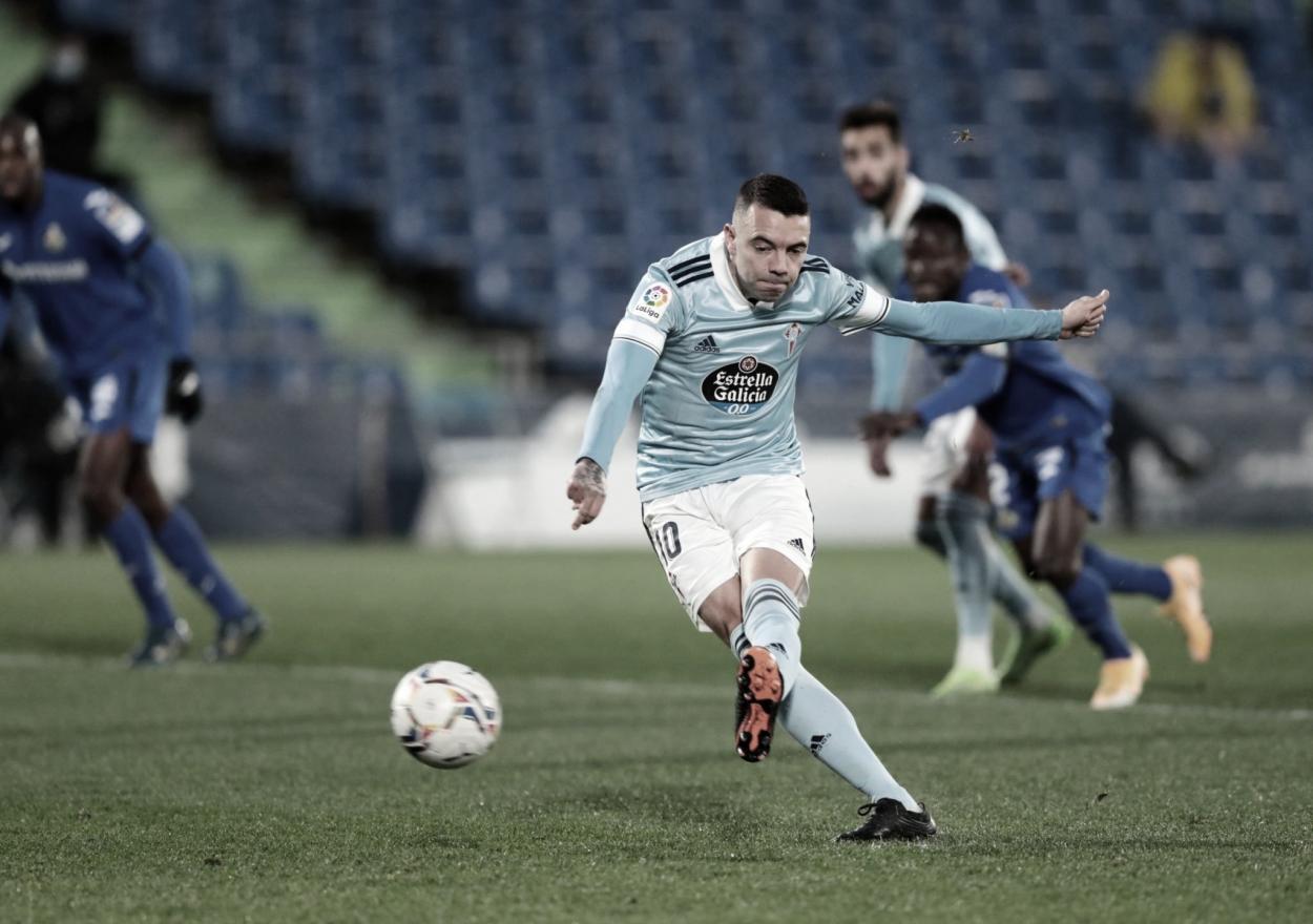 Iago Aspas lanzando el penalti. | Foto: La Liga.