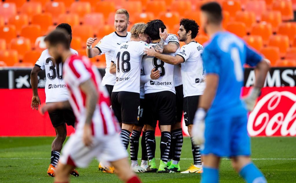 Varios jugadores celebrando un gol. Fuente: Twitter(@ValenciaCF)