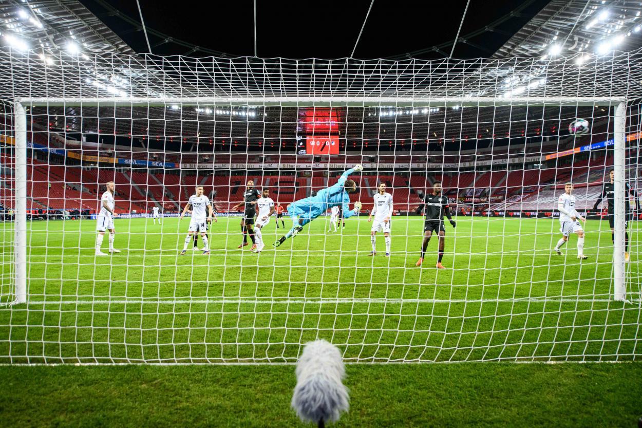 Imagen del primer gol del encuentro. / Twitter: Bayer 04 Leverkusen oficial