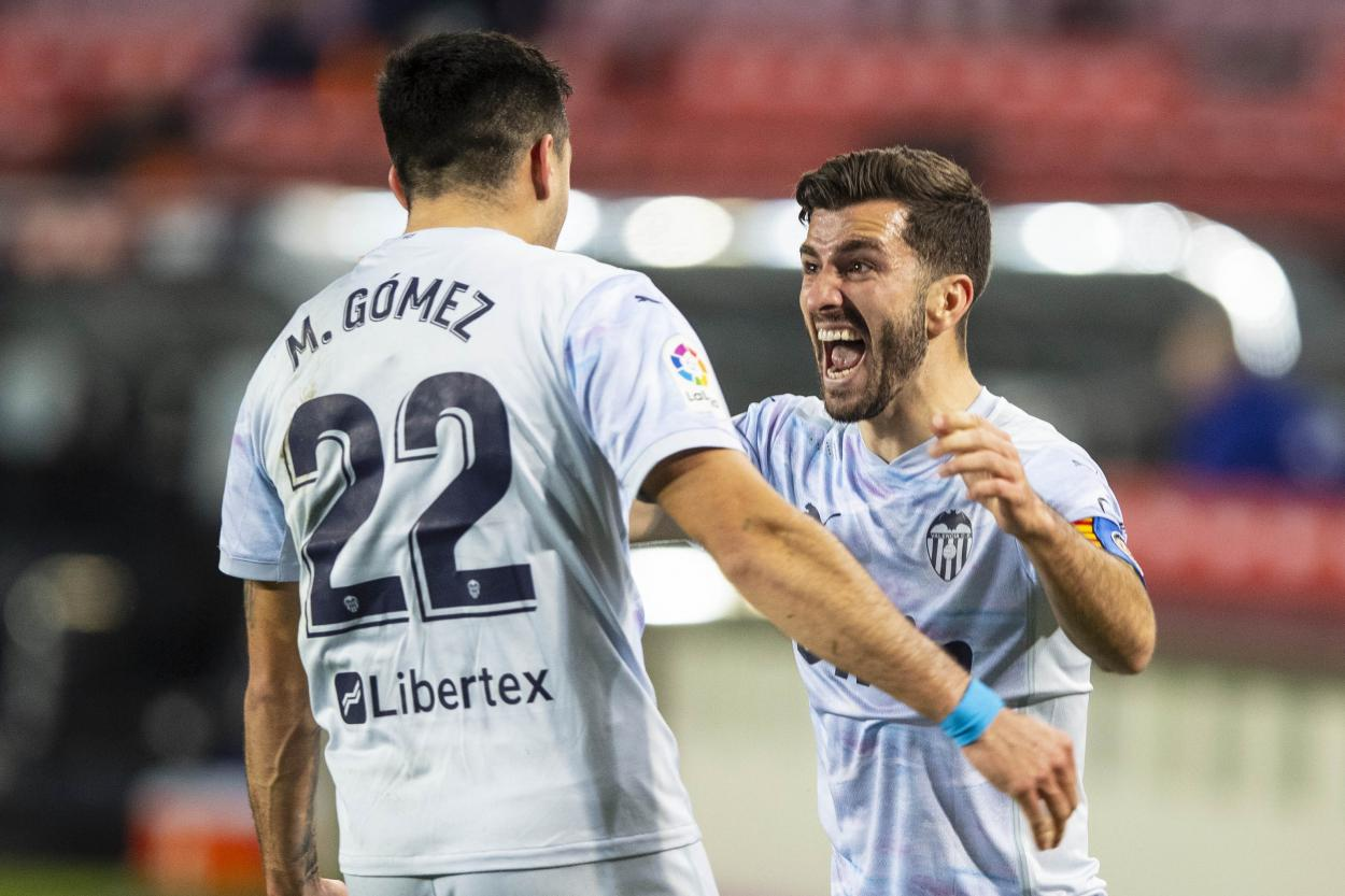 Gayá y Maxi celebrando un gol. Fuente: Twitter(@ValenciaCF)